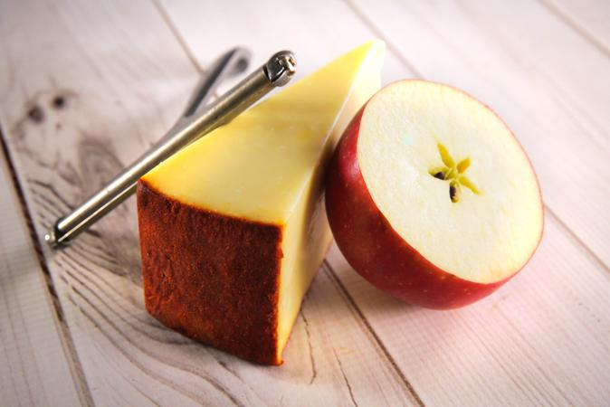 Carr Valley Apple Smoked Cheddar